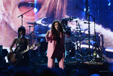 Lorde on stage with Dave Grohl and Joan Jett at the 2014 Rock And Roll Hall Of Fame Induction Ceremony (Getty)