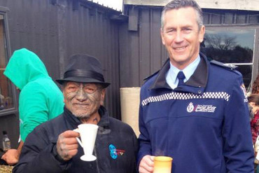 Tame Iti and Police Commissioner Mike Bush (Twitter)