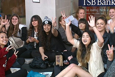 Eager fans camped out on Queen Street (3 News)